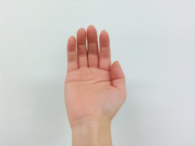 右手の親指が痛い!考えられる3つの病名とは?