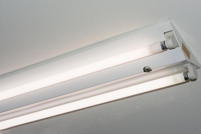 蛍光灯の交換をするとき直管型の注意点を紹介します!